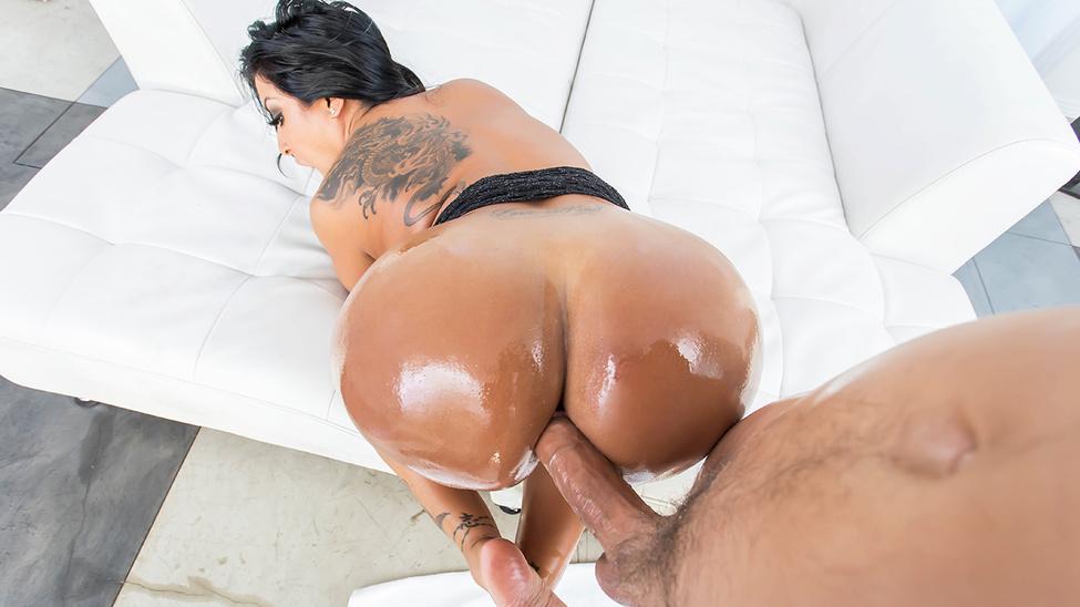 Kiara Mia in Ass and Titties