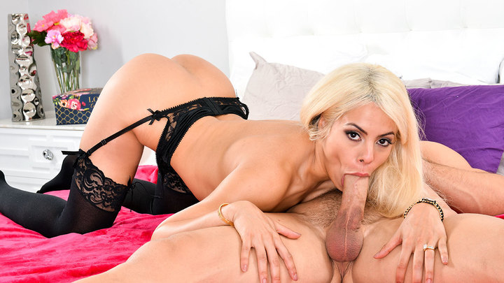Luna Star in Dirty Wives Club