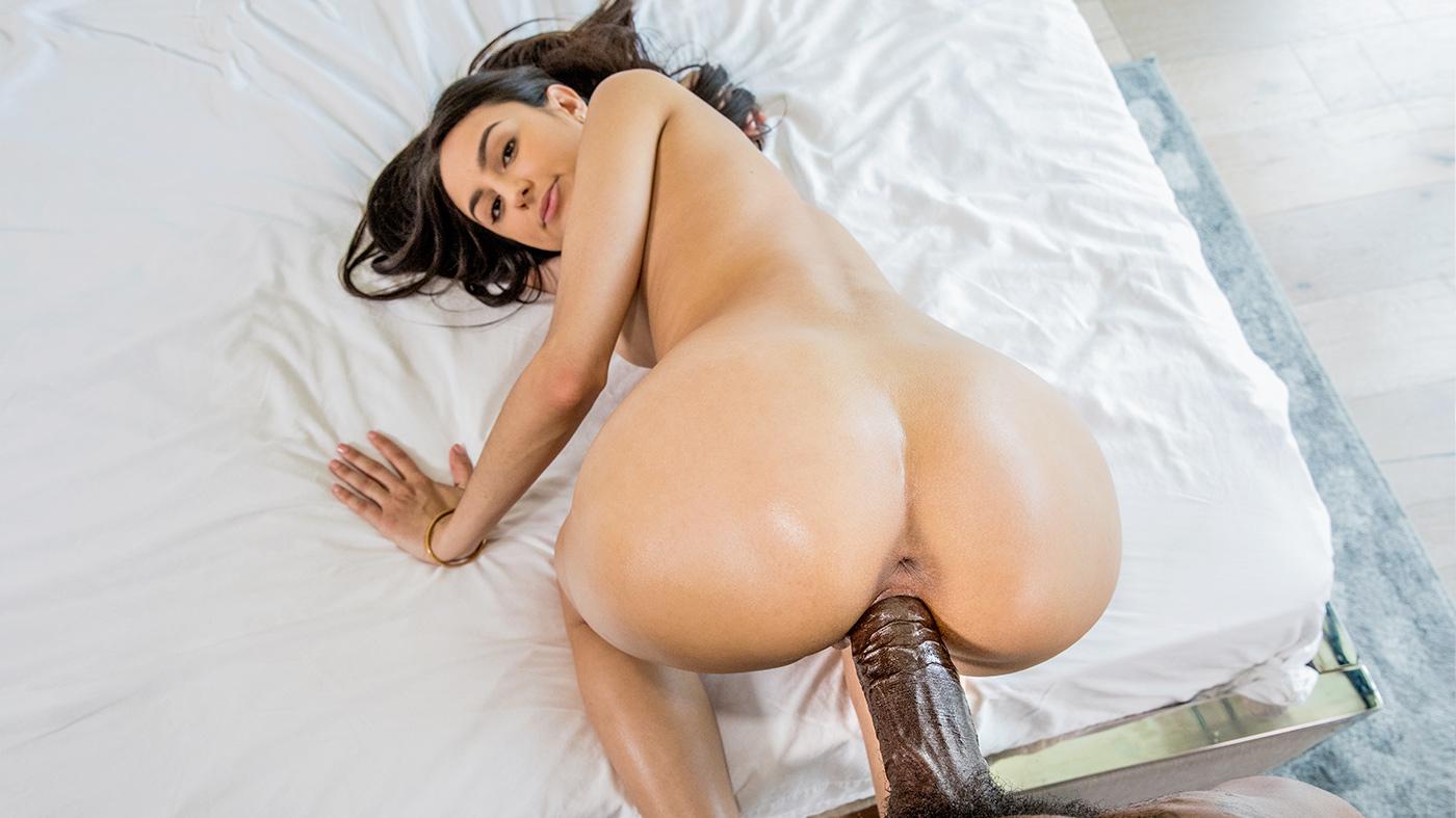 Eliza Ibarra in Girls Weekend