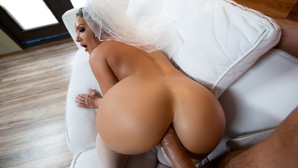 Cali Carter in Big Wet Bridal Butt