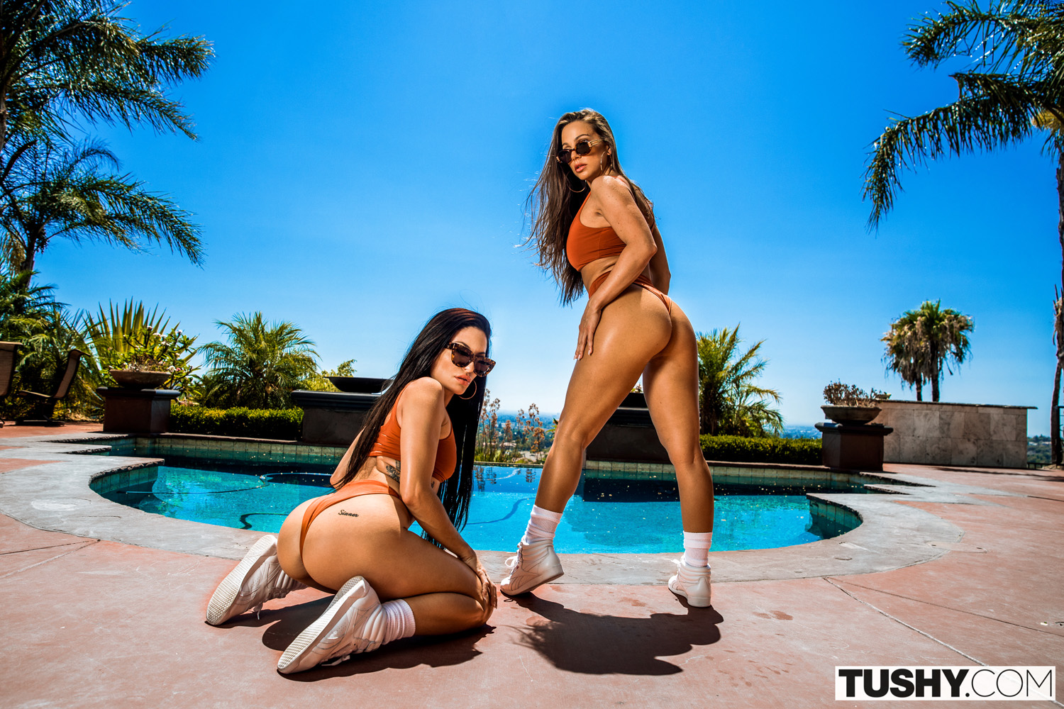 Abigail Mac and Kissa Sins