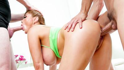 Asian MILF Kianna's Threesome Workout